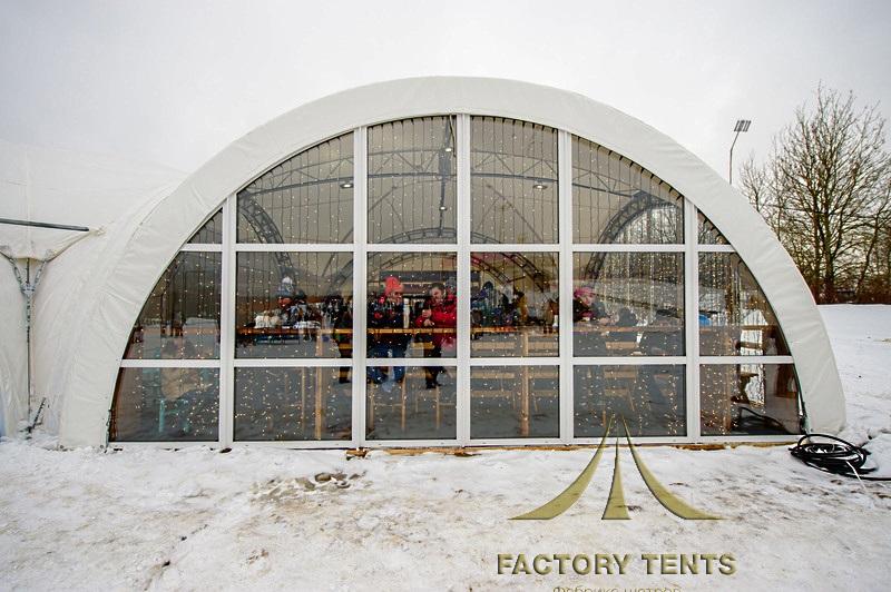 Зимний арочный шатер для кафе и ресторана в парке