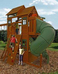 Детский двухэтажный деревянный спортивный уголок компании Solowave Design, Канада
