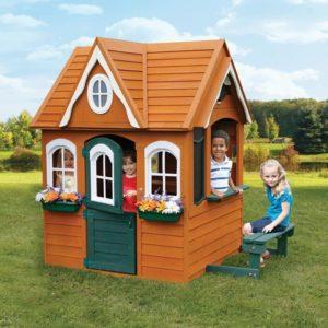 детский деревянный домик с элементами пластика компании Solowave Desin, Канада