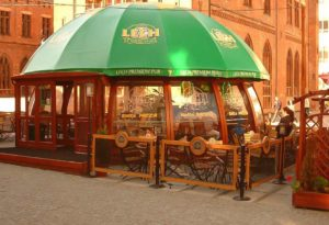 уличнок кафе в шатре-павильоне