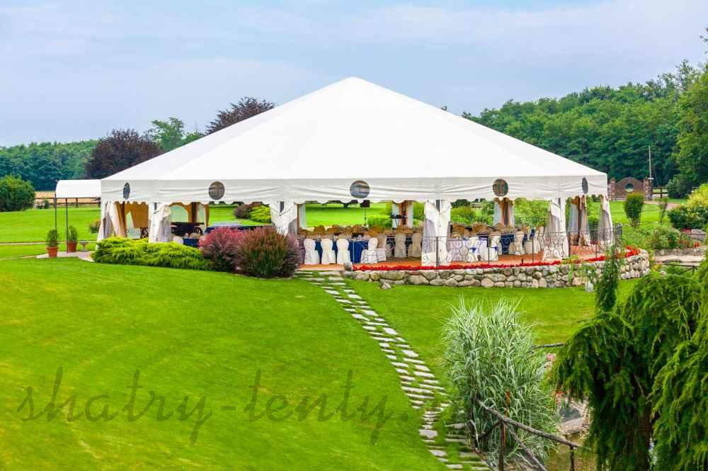круглый купольный шатер для свадьбы на лугу