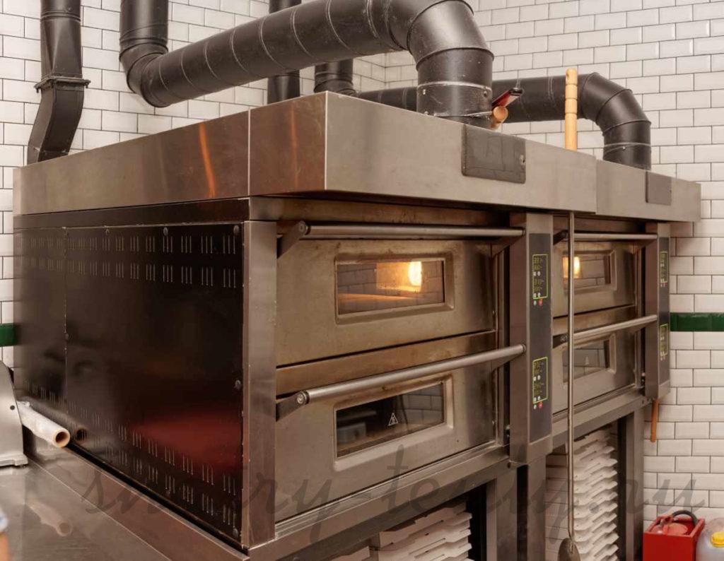 печь для пиццы в кафе