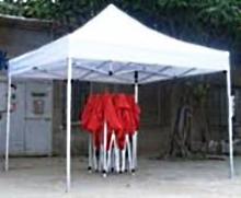 сравнение сложенного и разложенного раздвижного мобильного шатра-тента