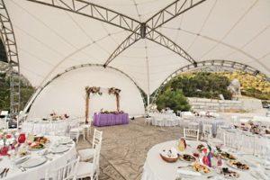 свадьба в открытом арочном шатре