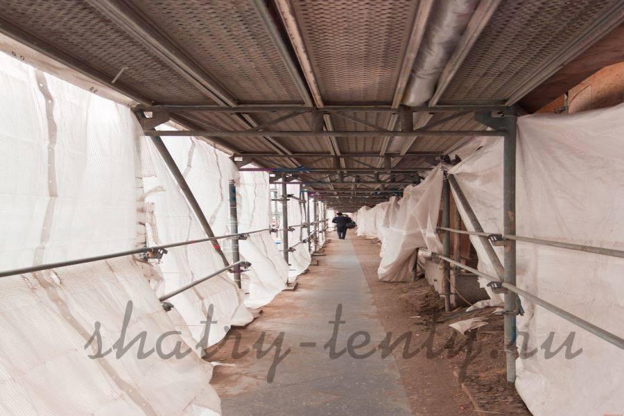 Строительные леса укрытые тентом из ткани с ПВХ-пропиткой