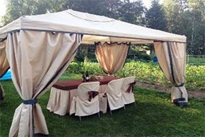 Праздничный стол под бежевым дачном тенте-шатере GREEN GLADE 1050 3 Х 4