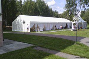 Классический шатёр 10х40 в саду, компания MOBILE TENT, Россия
