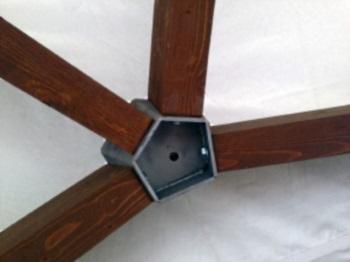 Металлическое сборное крепление для деревянного каркаса шатра