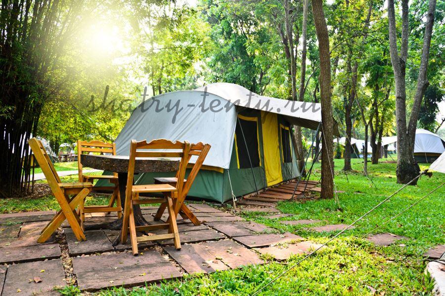 мобильный шатер-домик в лесном кемпинге