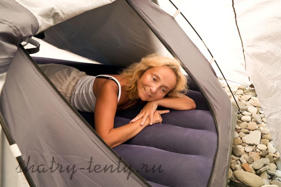 Отдых в надувном шатре для кемпинга