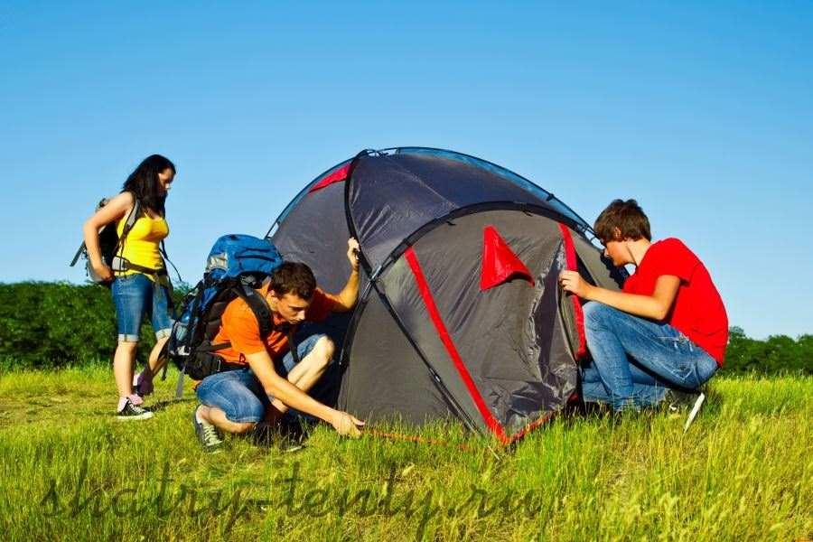 Небольшой мобильный шатер для семьи на природе