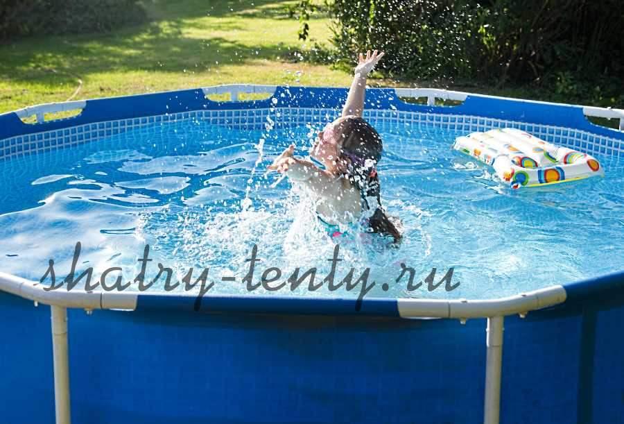 открытый каркасный бассейн на свежем воздухе