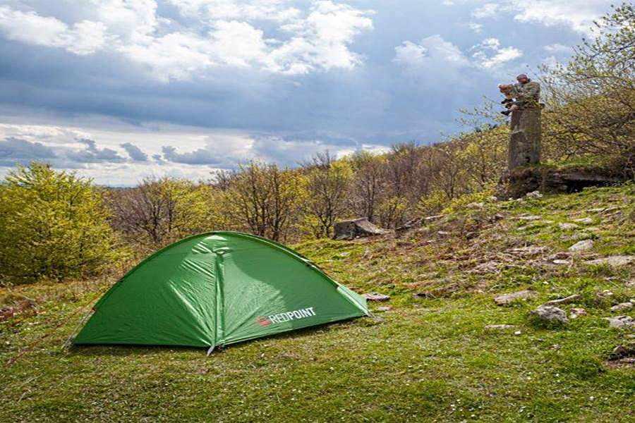 Палатка сферическая ТМ Red Point на кменисто-гористой местности