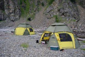 Большой шатер-палатка World of Maverick Cosmos 500 у реки