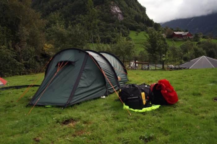 Тент- палатка «Alexika Tunnel 3» на природе