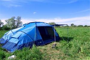 Синий шатер Big River на поляне