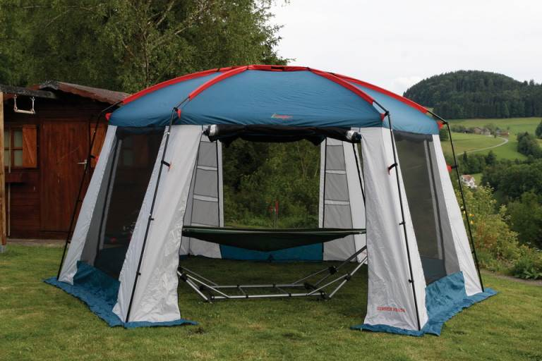 Тент-шатер «Canadian Camper SUMMER HOUSE» в живописном месте