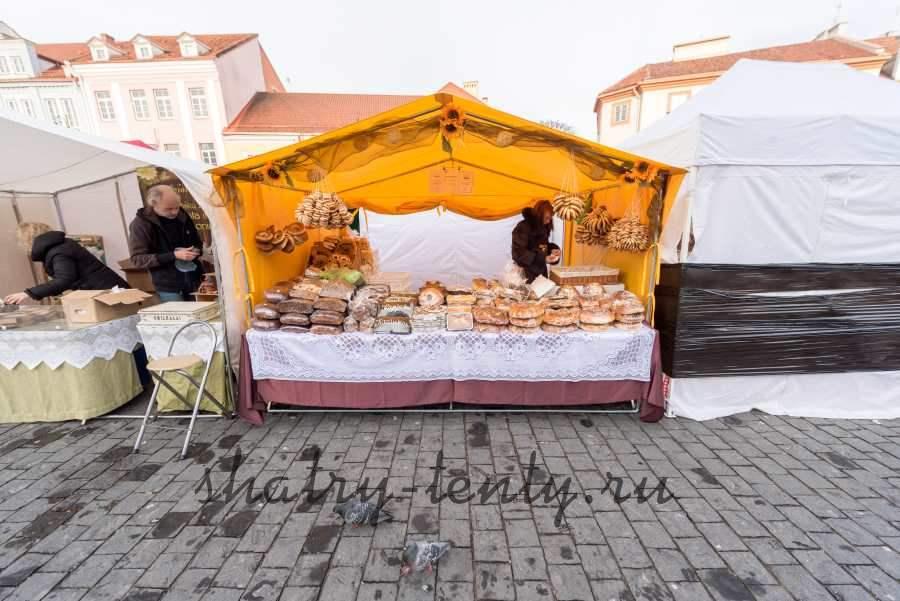 Торговля хлебо-булочными изделиями в уличном шатре