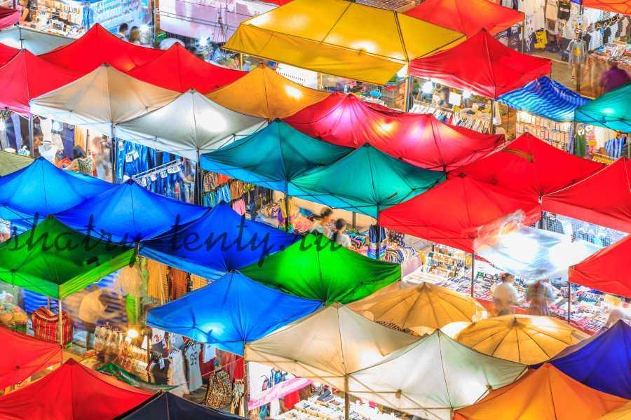 Торговые ряды выполненные из небольших шатров