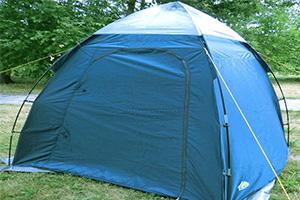 Синий шатер TREK PLANET AQUA TENT 70254 на природе