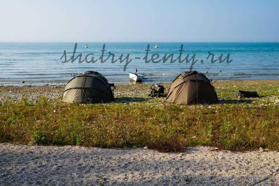 Туристические шатры в форме сферы на рыбалке