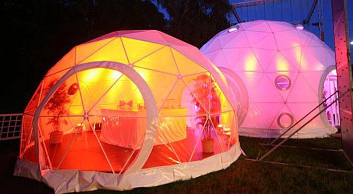 Выставка мебели в гео куполе с цветной подсветкой