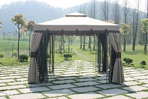 Бежевый садовый тент-шатер CMI на площадке из плитки