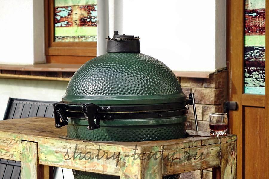 Керамический гриль с жаровней на углях