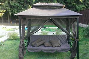 Коричневый садовый шатер с качелями KingGarden с москитной сеткой