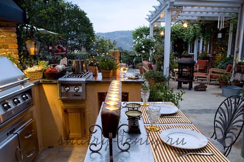 Красивая летняя кухня с электрическим грилем-барбекю