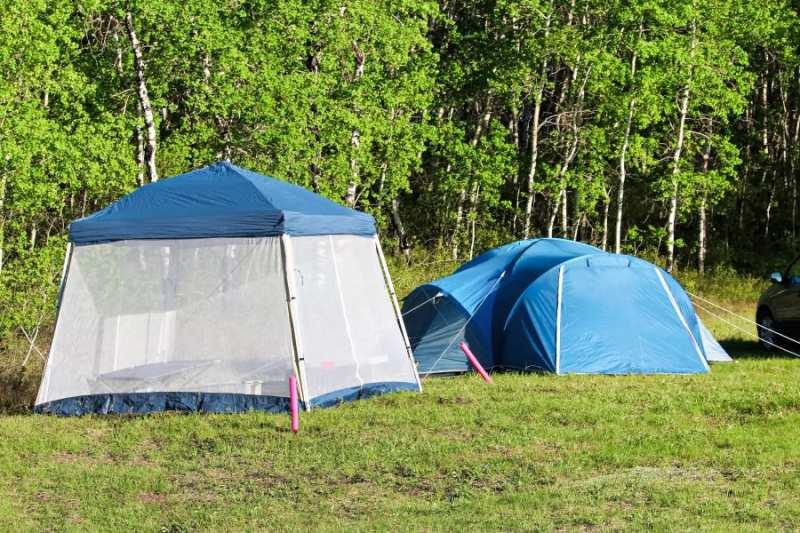 Садовый шатер с москитной сеткой в кемпинге