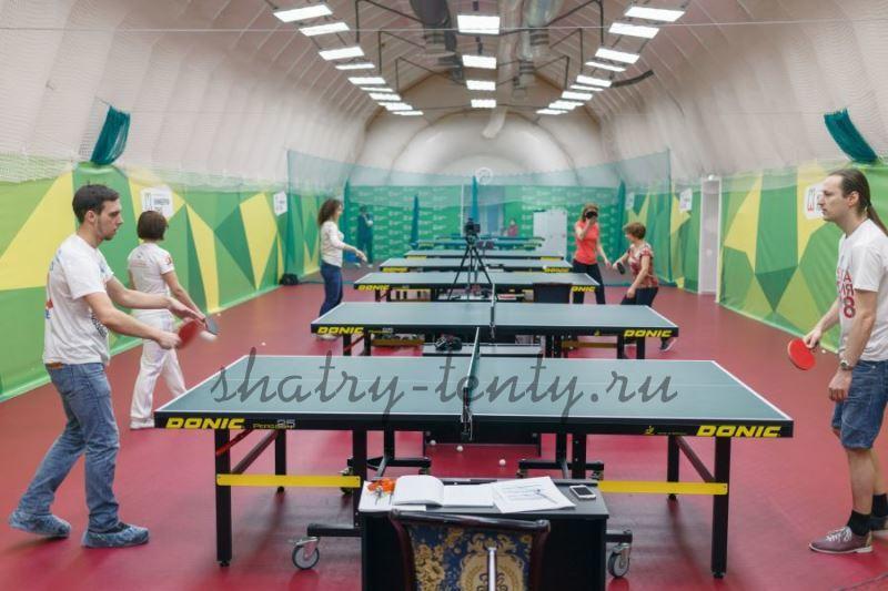 Тренировочный зал настольного тенниса в большом шатре