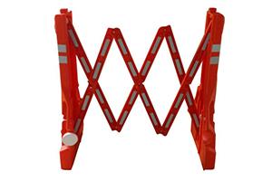Красный раздвижной водоналивной барьер в разложенном виде, для ограждения опасных зон Производитель: Мобионик Россия