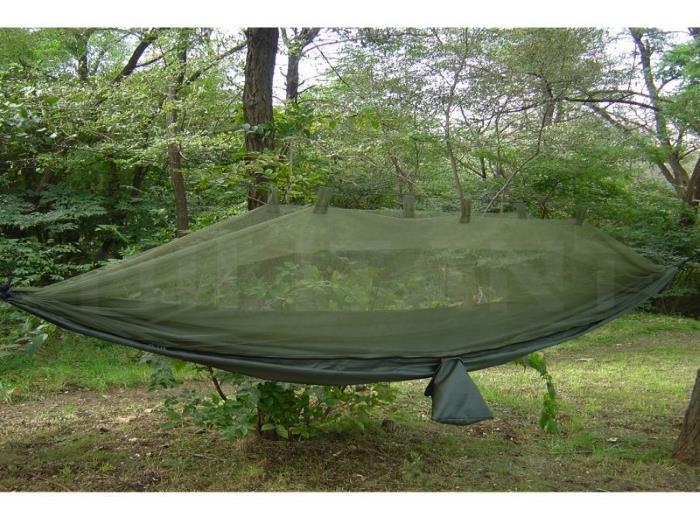 Армейский гамак с москитной сеткой подвесной SNUGPAK Jungle в лесу, Великобритания