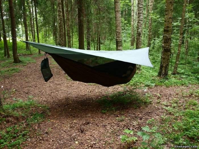 Гамак палатка Rebel Gears с малым тентом и москитной сеткой в лесу