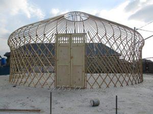 Деревянный каркас восьмиканатной юрты со сферическим куполом