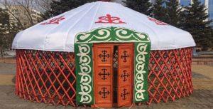 Каркас с накрытой крышей Казахской шестиканатной юрты