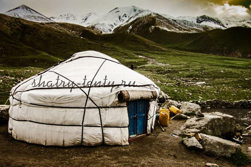 Киргизская юрта в горах