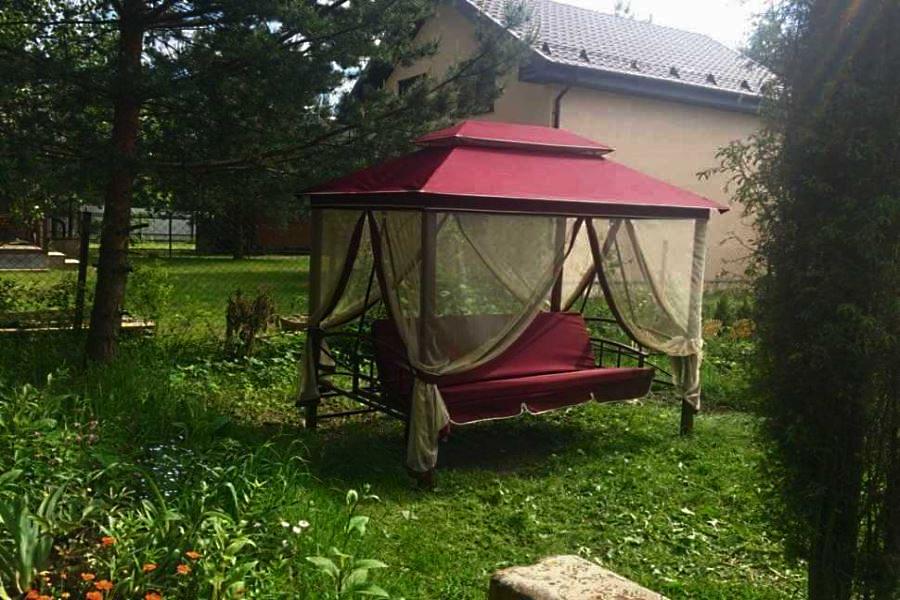 Красные садовые качели «Ницца» четырехместные