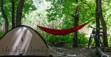 Красный компактный подвесной гамак для отдыха на природе