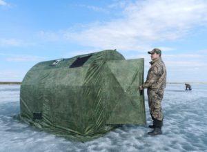 Камуфляжная (пиксельный) мобильная баня «Берег ПБ-2» на зимней рыбалке