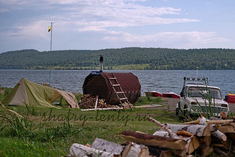 Финская сауна бочка на берегу реки