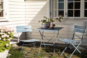 Синие стальные стулья и стол «Esino» Brafab, Швеция