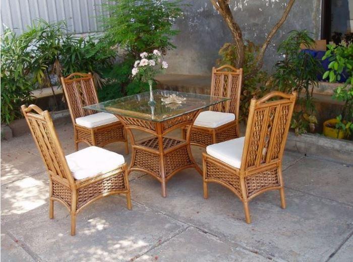 Комплект стульев из ротанга MARINA Olimar во дворе