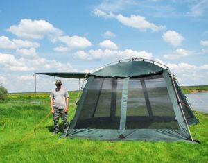 Зеленая палатка павильонAlexikaChinaHouseALU 3,5 Х 3,5 Мна поляне рядом с рекой