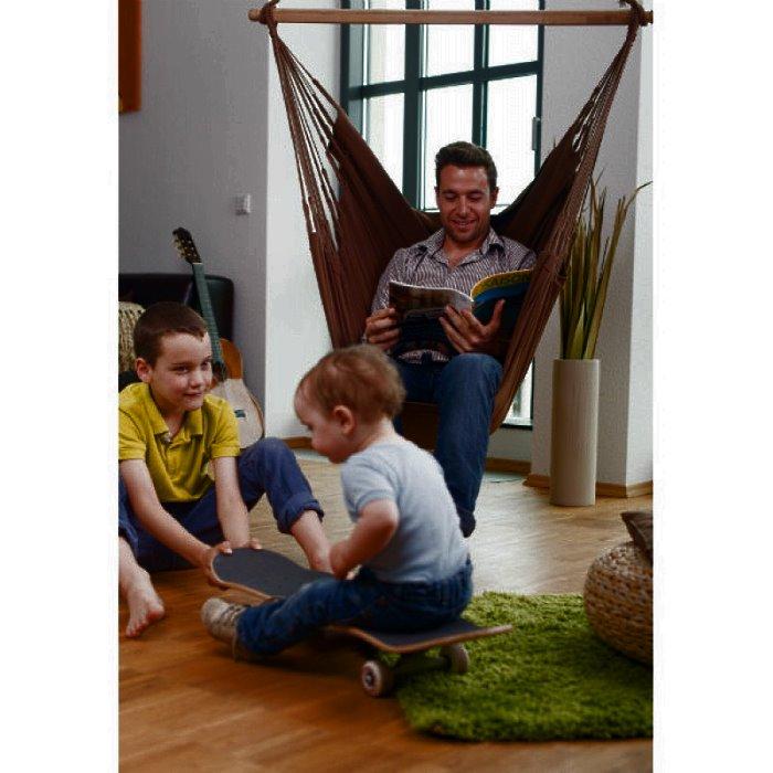 Подвесной коричневый гамак кресло La Siesta MODESTA ARABICA в доме