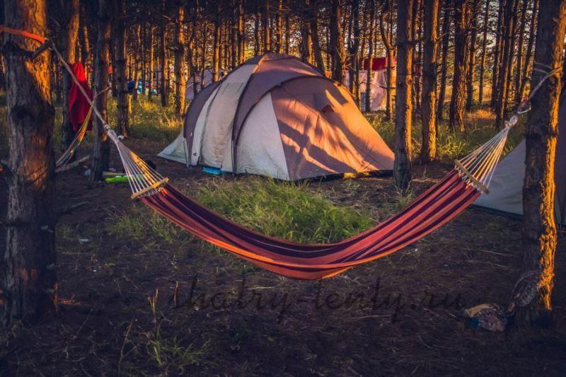 Подвесной гамак в полоску для отдыха и кемпинга