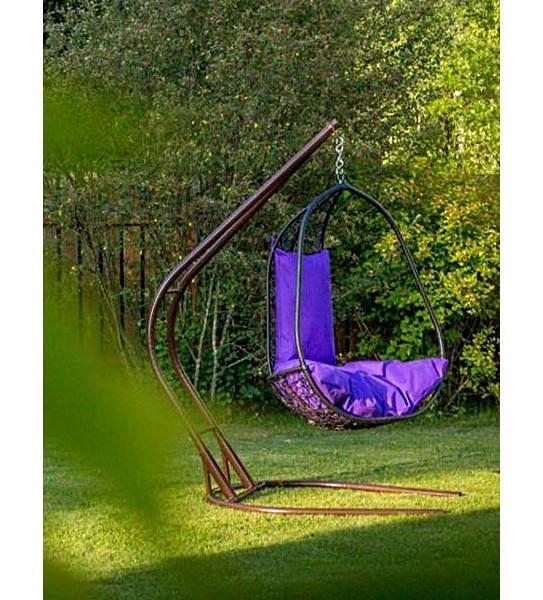 Чёрные «Садовые качели Капри» (Black) в саду