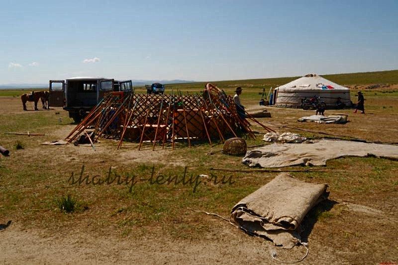 Установка кочевого жилища в степи