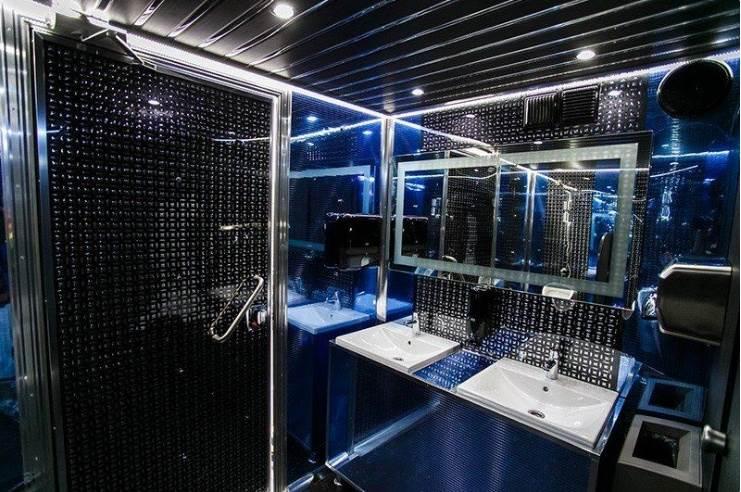 Интерьер туалетного модуля VIP класса BIG VIP Express WC, Россия